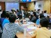 :老師參與小組討論.jpg